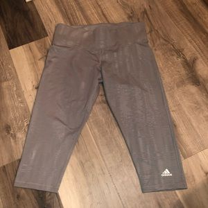 Cropped adidas  leggings // size L